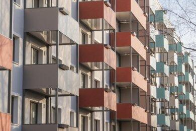 Die Preise, zu denen Mietwohnungen in Chemnitz angeboten werden, steigen nur minimal. Umfassende Modernisierungen, wie hier am Bernsdorfer Hang, wirken sich gleichwohl spürbar auf das Gefüge vor Ort aus.