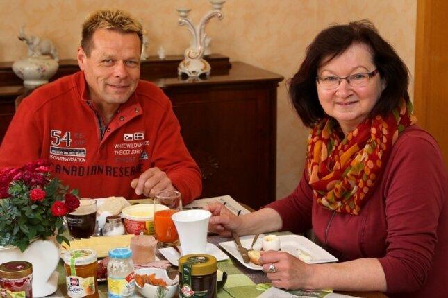 Gemeinsames Frühstück: Dagmar Hamann und ihr Partner.