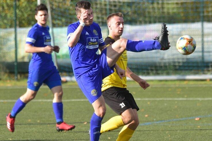 BSC-Spieler Patrice Göll (gelb) musste das Spielfeld nach eine Unsportlichkeit frühzeitig mit Gelb-Rot verlassen Freiberg.