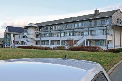 Im Pflegeheim Katharinenhof-Stift in Hartenstein versuchen die Verantwortlichen, einen Coronaausbruch unter Kontrolle zu bekommen.