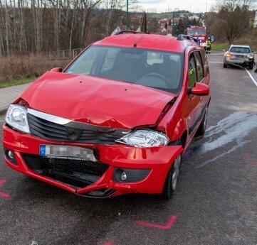Auf der Lunzenauer Straße in Penig sind am Montagmorgen drei Autos zusammengestoßen.