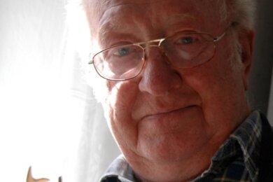 Günter Herrmann Königswalde schnitzte gern am Fenster.