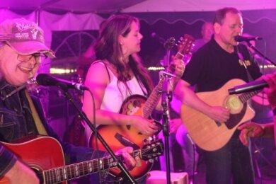 Musiker verschiedener Bandprojekte hatten auf der Bühne richtig viel Spaß.