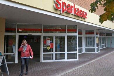 Die Sparkassen-Filiale in Oberlungwitz soll zum Selbstbedienungsstandort heruntergestuft werden.