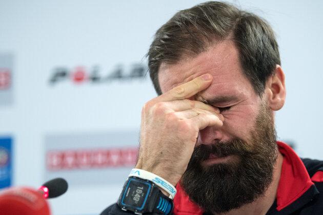 Tränen bei der Verkündung des Abschieds: Der von Deutschland nach Belgien gewechselte Staffel-Olympiasieger Michael Rösch verkündet auf einer Pressekonferenz in Oberhof das Ende seiner aktiven Biathlon-Karriere.