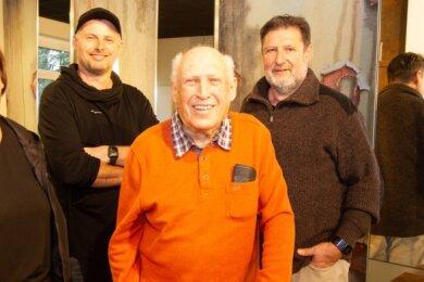 Gerhard Hegner (2. von rechts) hatte das Friseurgeschäft von seinem Vater Richard Hegner übernommen. Nachfolger Bert Hegner (rechts), die dritte Generation, ist inzwischen auch schon im Ruhestand. Sein Sohn Nick führt nun die Geschäfte. Katrin Keilhack (links) steht ihm weiter zur Seite.