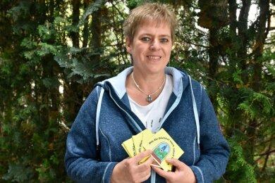 Sixtina Michael hat die Wichtelwelt an der Pflaumenallee in Adorf ins Leben gerufen und nun ein Büchlein geschrieben und illustriert.