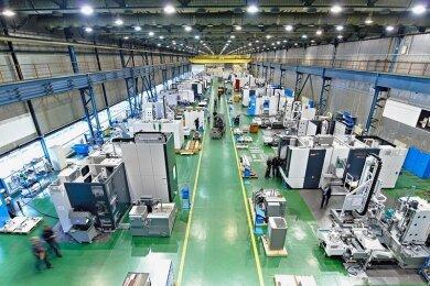 Blick in eine der Produktionshallen des Werkzeugmaschinenbauers Starrag in Chemnitz.