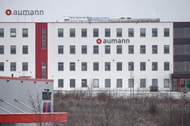 Vor sechs Jahren wurde der neue Produktionsstandort der früheren USK Karl Utz Sondermaschinenbau GmbH in Limbach-Oberfrohna eingeweiht. Die Aumann AG übernahm die Firma drei Jahre später und benannte sie um. Jetzt werden an dem Standort rund 70 Arbeitsplätze abgebaut.
