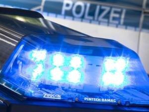 Zwei junge Männer (18 und 19 Jahre) haben am Samstag gegen 21.15 UhrSchießübungen an der Plauener August-Bebel-Straße absolviert. Die Polizei stellte einen der beiden, der andere flüchtete.