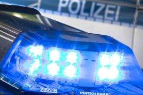 Im Fall des Mannes, der sich in Mittweida am Dienstag voriger Woche den Kinderwagen samt Baby einer 25-Jährigen gegriffen hatte und damit hatte flüchten wollen, sucht die Polizei nun nach einer unbekannten Passantin.
