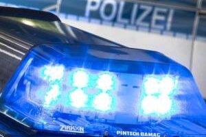 Am Sonntagabend ist ein 18-Jähriger in Burgstädt offenbar von zwei Männern ausgeraubt worden. Zuvor sollen die beiden auch Menschen in einer Kleingartenanlage bedroht haben.
