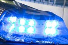 Unfall: Motorradfahrer und Mitfahrerin schwer verletzt