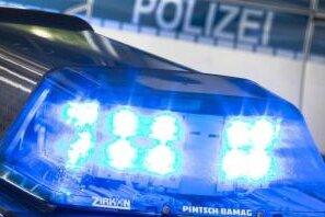 Am Dienstag soll ein Mann in Klingenthal ein Mädchen von einem Fahrrad geschubst haben.