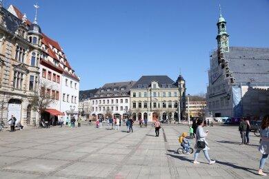 Schlangestehen für ein Eis auf dem Zwickauer Hauptmarkt am Sonntag.