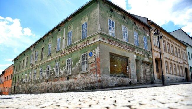 Die ehemalige Gaststätte Wolfsschlucht am Markt/Ecke Mittelstraße.