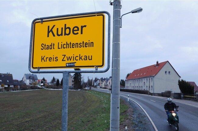 In Heinrichsort steht ein neues Ortseingangsschild an der Prinz Heinrich Straße aus Lichtenstein kommend in Richtung A 72.
