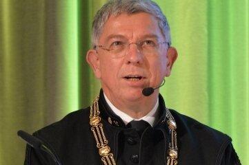 Uni-Rektor Klaus-Dieter Barbknecht sprach während der Online-Übertragung.