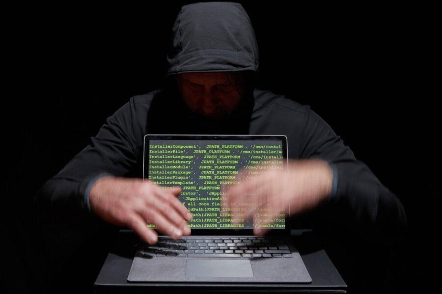 Die Täter versuchen mit perfiden Mitteln, Zugriff auf den Rechner zu erlangen.