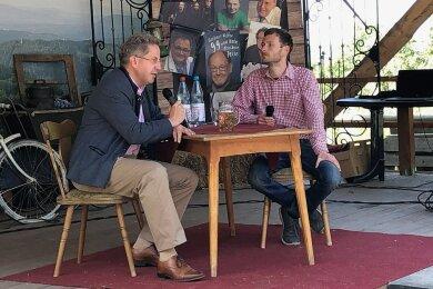 Hätte man Hans-Georg Maaßen (links) vor drei Jahren erzählt, er werde im Wahlkampf im Trachtenjanker auf einer Bühne im Thüringer Wald sitzen, er hätte wohl ungläubig geschaut.