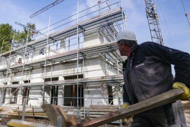 Bis zum Wintereinbruch soll der Rohbau für den neuen Hort mit 100 Plätzen fertiggestellt sein. Dann sollen die Innenarbeiten erfolgen.