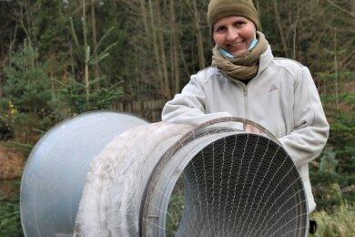 Auf dem Gelände des Holzhofs Flöha ist Sabine Kirchner auf den Verkauf vorbereitet.