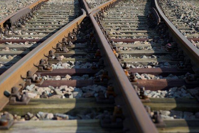 Unbekannte legen Schottersteine auf Gleise - Zeugen gesucht