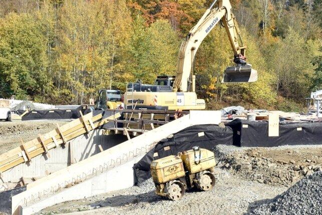 Neue Straßenbrücke im Elstertal bei Leubetha nimmt Form an