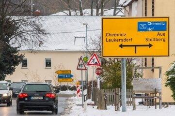 Von Seifersdorf aus ist die Beschilderung zumindest verwirrend. Denn auch hier ist die Frage: Blinken oder nicht?