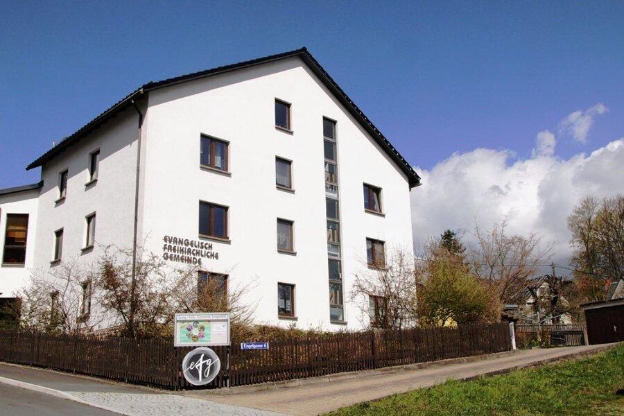 Rechts am Gebäude soll der zweigeschossige Anbau als Flachbau entstehen - im Obergeschoss mit einem Saal für bis zu 285 Besucher, im Erdgeschoss mit Mehrzweck- und Aufenthaltsräumen.