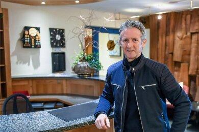 Skisprung-Legende Jens Weißflog, hier in seinem Hotel in Oberwiesenthal, gehört zu den Entwicklern des Öffnungskonzepts.