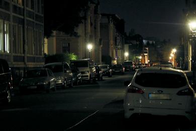 Im Schutz der Dunkelheit haben Täter in den vergangenen Wochen speziell in der Clara-Zetkin-Straße immer wieder Autos zerkratzt. Die Polizei ermittelt in alle Richtungen und ist an Zeugenhinweisen interessiert.