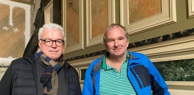 Investor Bernd Löffler (rechts) und Architekt Thomas Wunderlich im fast komplett sanierten Treppenhaus der Villa.