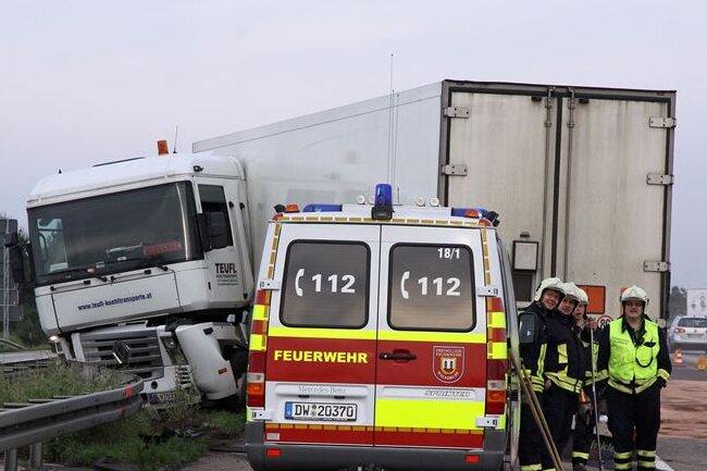 Der Unfall eines Sattelzugs hat am Montag auf der A4 zwischen Wildsdruff und Dresden für erhebliche Behinderungen gesorgt.