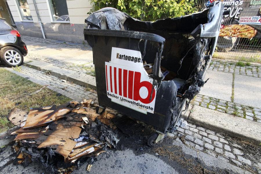 Unter anderem an der Matthesstraße war in der Nacht zu Dienstag eine Mülltonne in Flammen aufgegangen.