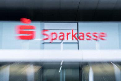 Inhaber von Prämiensparverträgen der Sparkasse Zwickau können sich ab sofort der Musterfeststellungsklage gegen das Geldinstitut anschließen.