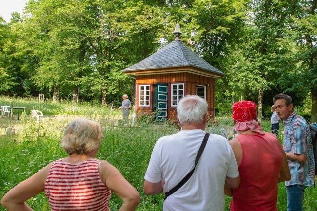 Der markante Pavillon aus Mühltroff schmückt nun den Apothekergarten in Plauen.