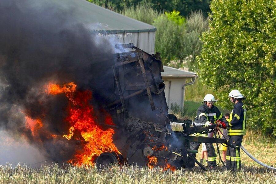 Ballenpresse in Bernsdorf fängt Feuer