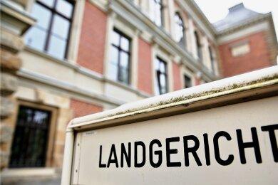 Vor der zweiten Strafkammer des Landgerichtes in Zwickau hat am Freitagvormittag der Prozess gegen die 38-Jährige begonnen.