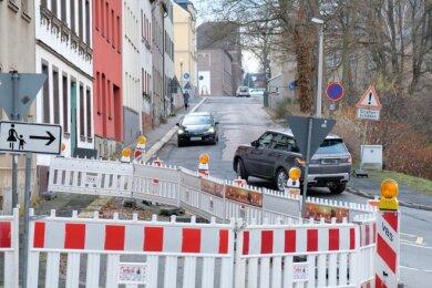 Die Hainstraße in Mylau. Die Kreisstraße 7810, die nach Rotschau führt, wartet schon lange darauf, erneuert zu werden. Der AZV Reichenbacher Land stellt sich darauf ein, hier ab 2021 abschnittsweise mitzubauen.