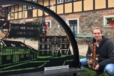 Ab heute auf Gut Neumark dabei: Aussteller Ronny Kiesel aus Zwickau bietet Eigenkreationen aus Holz an.