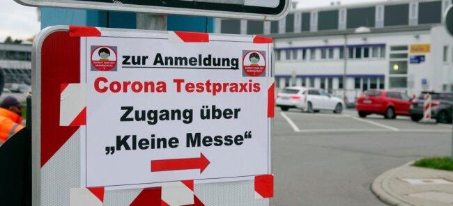 In der Messe-Arena wurde die neue Corona-Testambulanz eingerichtet. Dort können sich die Chemnitzer testen lassen.