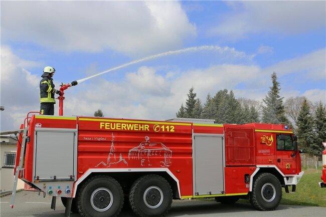 Erst vor wenigen Tagen hatte die Pausaer Feuerwehr ihr neues Tanklöschfahrzeug übernommen. Seitdem gab es schon mehrere Einsätze.