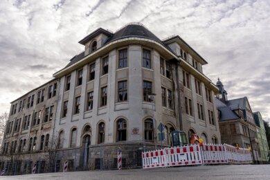 """Seit über 20 Jahren ein Schandfleck in Treuen: die Ruine der Strickwarenfabrik """"Aktivist"""" an der Marienstraße, Ecke Bachstraße."""