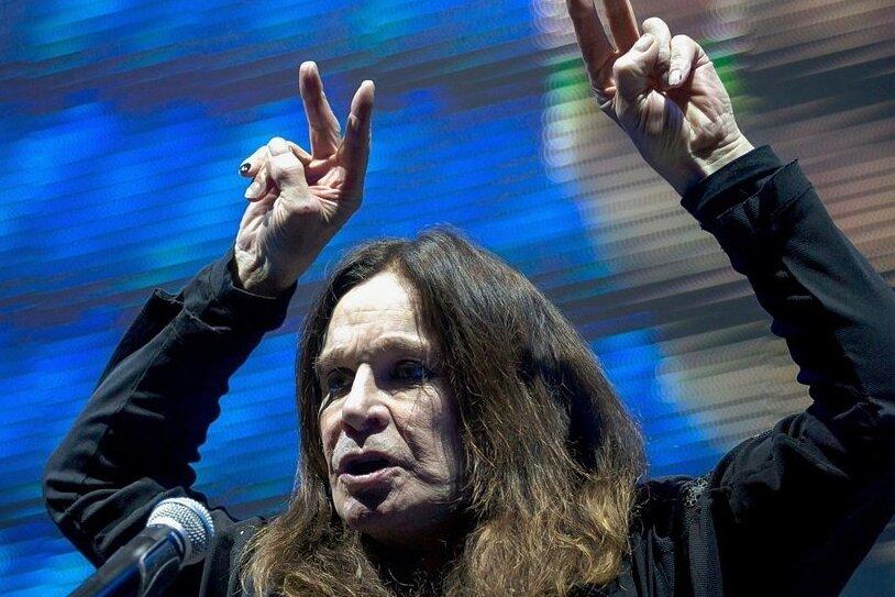 Der Black-Sabbath-Sänger Ozzy Osbourne - hier bei einem Auftritt 2018 in Budapest - wurde von einem Wähler oder einer Wählerin als Oberbürgermeister in Plauen vorgeschlagen. Weil es genügend andere Alternativen auf dem Stimmzettel zur Auswahl gab, ist die dafür abgegebene Stimme nicht gültig.