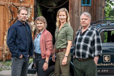 Für den vierten Erzgebirgskrimi stehen Robert Winkler (Kai Scheve), Karina Szabo (Lara Mandoki), Saskia Bergelt (Teresa Weißbach), Georg Bergelt (Andreas Schmidt-Schaller) vor der Kamera.