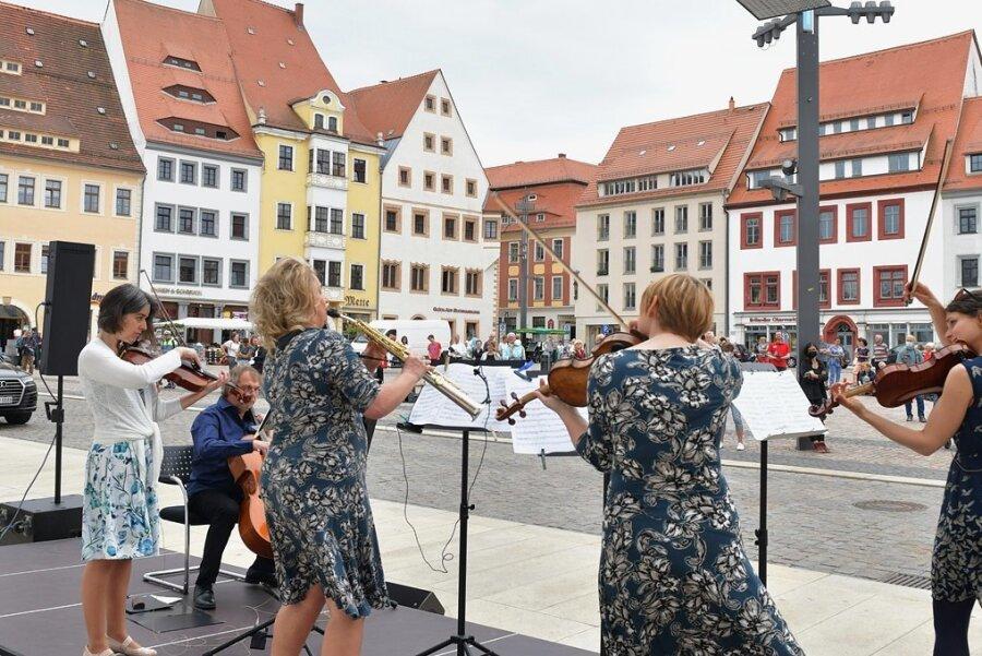 Konzert mit Musikern der Mittelsächsichen Philharmonie auf dem Obermarkt.
