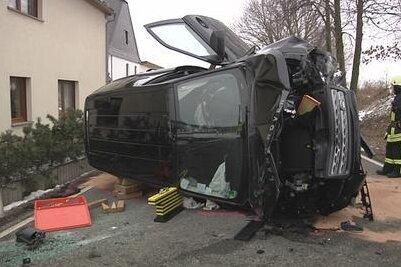 Lobsdorf: Land Rover prallt gegen Haus
