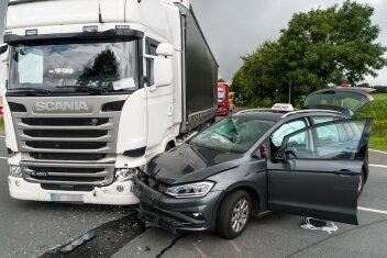 Eine Lasterfahrerin missachtete die Vorfahrtsregel.