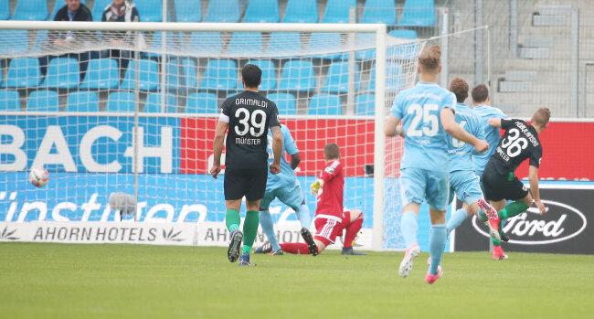 Die Gäste gingen bereits in der 8. Minute durch ein Tor des Preußen Münster Spieler Martin Kobylanski in Führung.